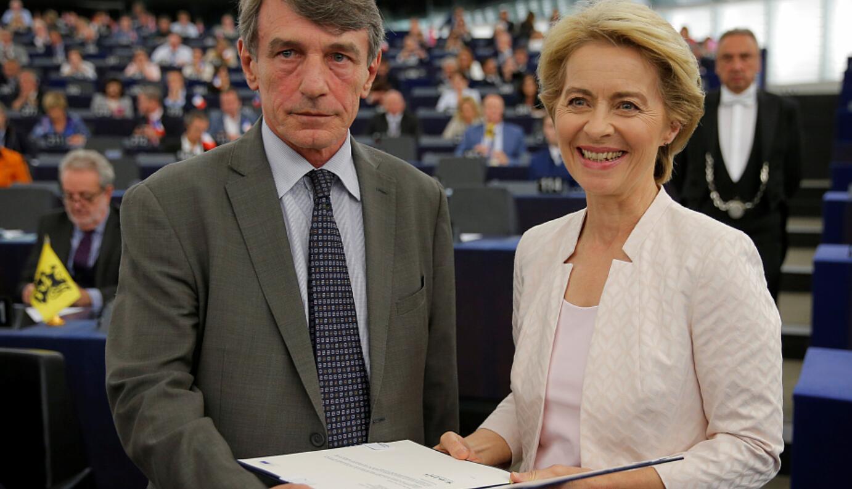 """德前防长艰难""""过关""""成欧盟委员会首位女主席"""