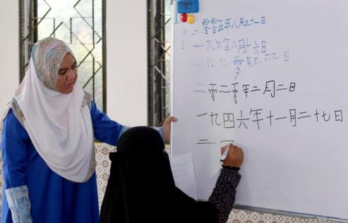 大马马来族老师开免费华文班 望与同胞分享华文知识