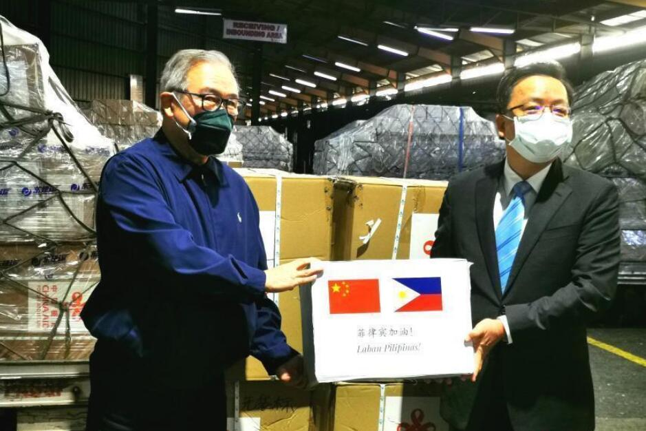 中国援助物资抵马尼拉 菲外长:这是来自中国的巨大帮助