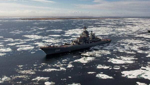 俄罗斯北方舰队在巴伦支海密切跟踪法国军舰