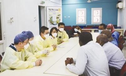 """""""非中携手抗疫、共克时艰的体现""""——中国医疗专家组赴非援助抗疫受到广泛好评"""