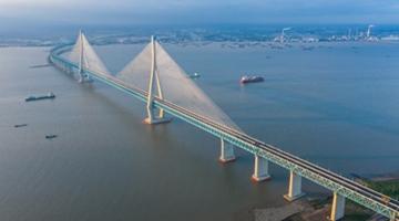 创造多项世界之最 沪苏通长江公铁大桥开通