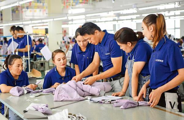 白皮书:新疆1330万人就业 5年增长17.2%