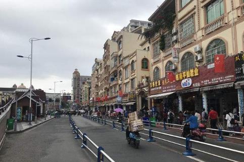 外交部:国庆中秋假期尽量避免非必要跨境旅行