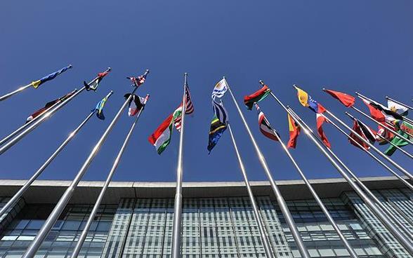 """中国外交部发言人汪文斌:中方已同138个国家签署""""一带一路""""合作文件 共同展开2000多个项目"""