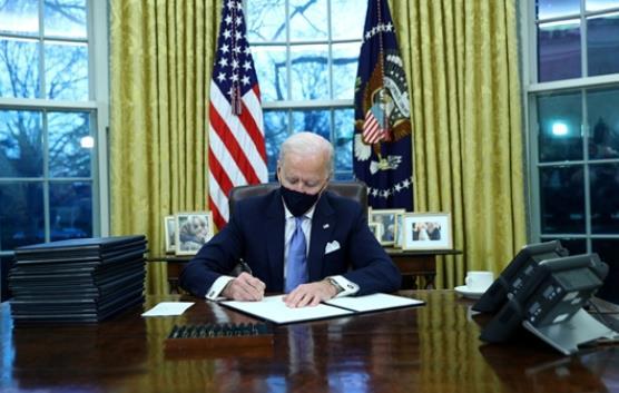 拜登签署多项行政命令 包括重返巴黎气候协定