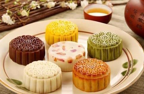 中秋时节吃月饼