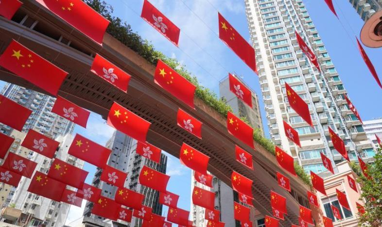 """国庆节将至 香港利东街首次出现壮观""""旗海"""""""